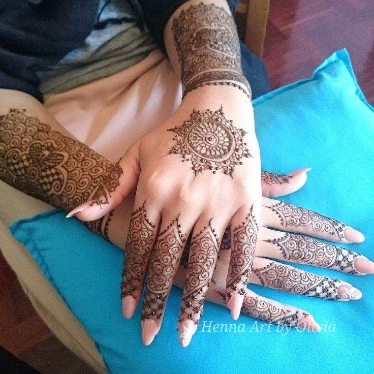 The sweetest bride :) I loved this delicate design. #henna #mehndi #melbourne