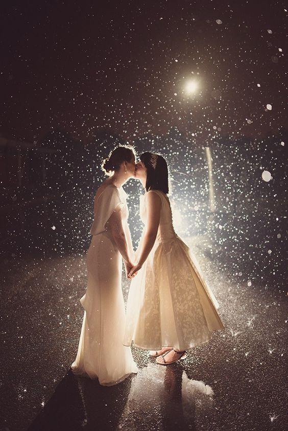 Kissing in the street light. Rebecca Douglas Photography. Rain wedding photography. #rain #wedding