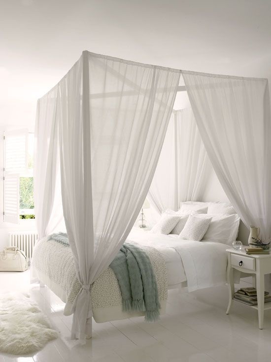 White rooms are always chic. I love this white canopy bed, the bedroom feels so bright!