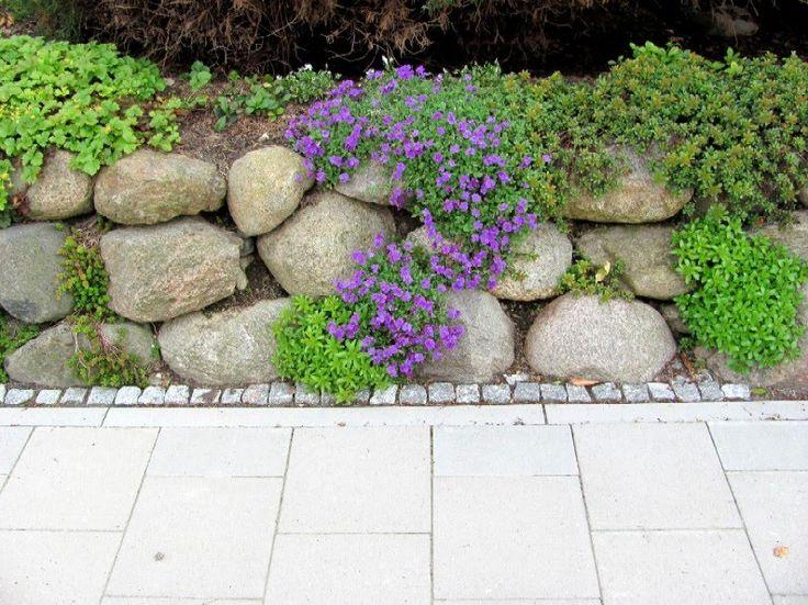 Trend Garten anders Findlinge f r eine Steinmauer Natursteinmauer und Steingarten kombiniert