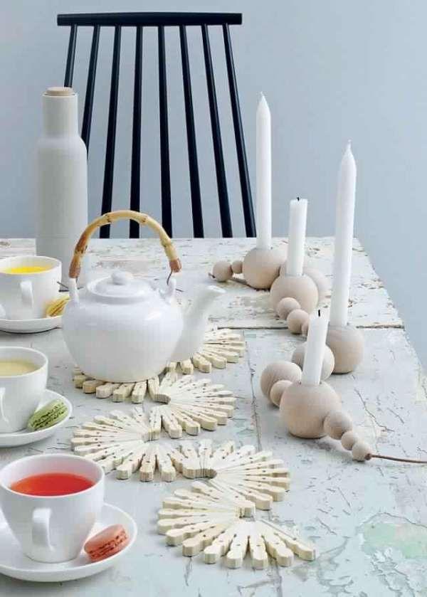 Chemin de table avec des pinces à linge. 20 Projets créatifs avec des pinces à linge en bois