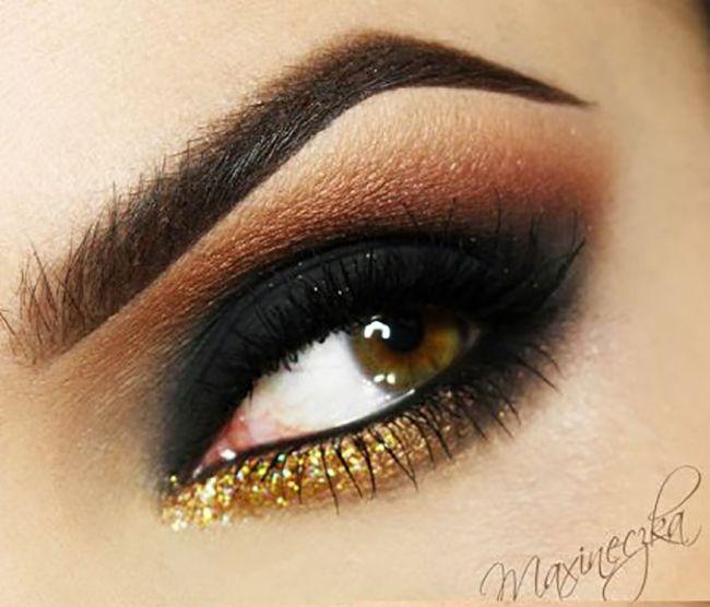 Olho preto esfumado é um clássico da maquiagem. Sempre que a ocasião cabe aposto nele. Mas, é preciso seguir algumas dicas básicas, para nã...