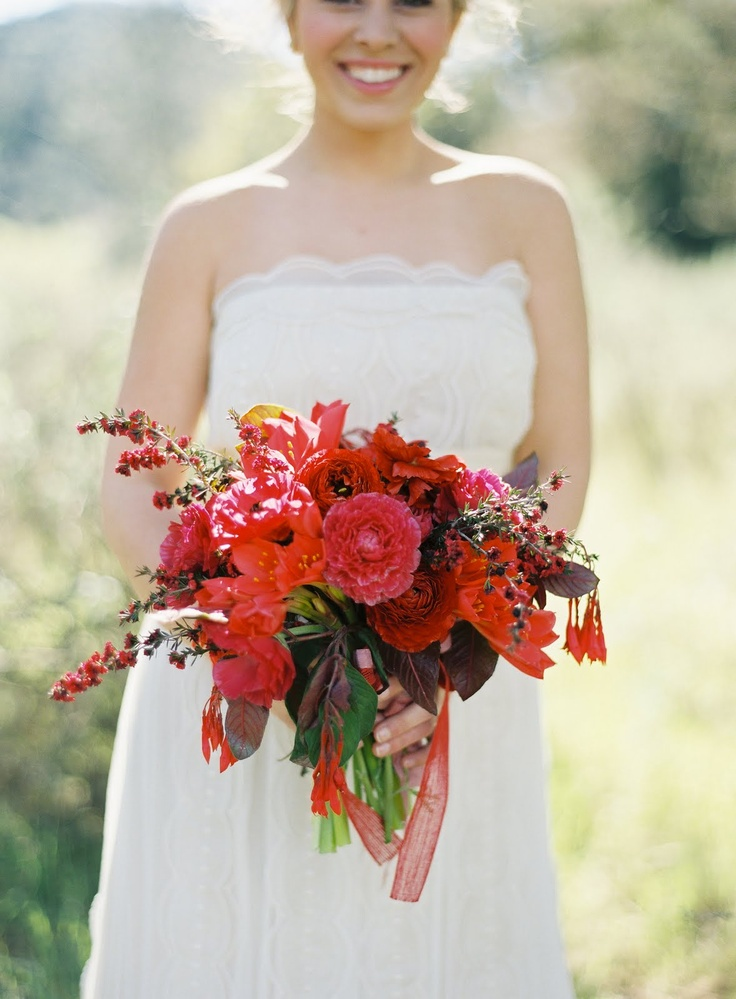 43 best images about red bouquets on pinterest peonies for Fleurs amaryllis bouquet