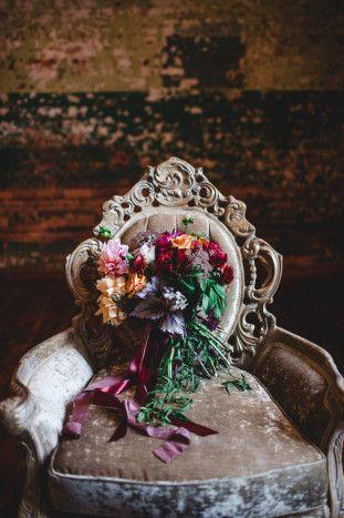 Wedding Bouquet | Moody Wedding Inspiration | Izzy Hudgins Photography | Bridal Musings Wedding Blog