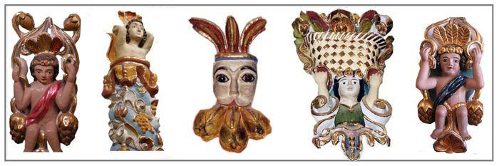 Tonantzintla, Puebla, México. Las figuras que decoran las paredes, son de yeso pintadas en oro y los angeles morenos con penachos, fruta tropical y mazorcas de maiz fueron elaboradas con una mezcla de barro, paja, una sustancia extraida de la planta de maguey, fueron horneadas y coloreadas específicamente para ser una pieza mas dentro del engranaje visual que se puede apreciar al interior de la iglesia