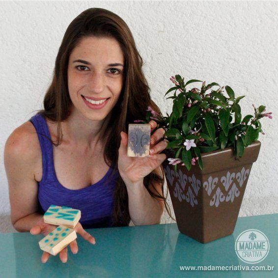 Como fazer carimbo caseiro com EVA - Dicas e passo a passo com fotos - DIY stamps - Tutorial - How to - Madame Criativa - www.madamecriativa.com.br                                                                                                                                                                                 Mais