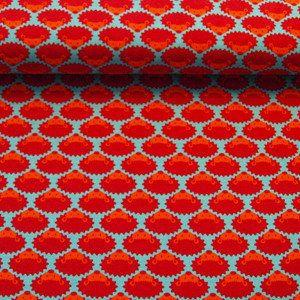 De stof Rode egel is een kleurrijke zachte biologische stretch jersey met een retroprint van rode egeltjes. De achtergrond is turquoise.