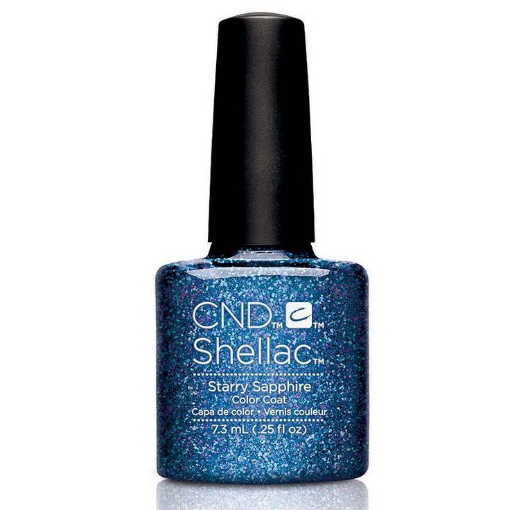 CND Shellac Color Coat Nagellak Starry Sapphire 7ml  Shellac is een hybride nagellak welke je draagt als gel. De perfecte combinatie van de Brisa UV-gel en de Colour & Effects nagellak van CND. Shellac biedt je de keuze uit 42 fenomenale kleuren welke gegarandeerd 2 weken lang schitterend resultaat op de nagels geven. 1. Start de Shellac behandeling met het reinigen / wassen van de handen nagelstyliste en klant. Verwijder ook de eventuele nagellak van de nagels. 2. Vijl de natuurlijke nagel…