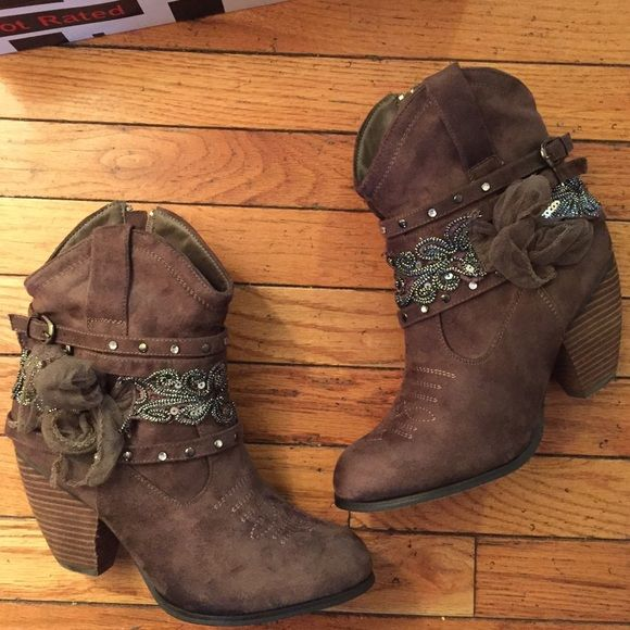 Nib not rated boots Never worn new boots not rated, size 10 taupe or brown color really cute  Whit box   Bundle & safe $$$$ Check out my closet Not Rated Shoes Ankle Boots & Booties