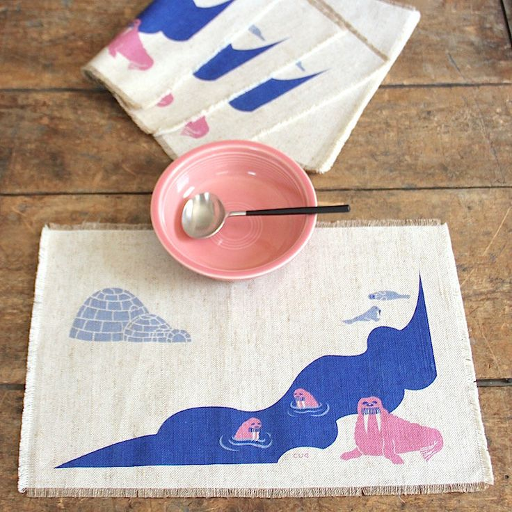vintage LINEN placemats with SCREEN-PRINTED Arctic scene with Igloo & Walruses…