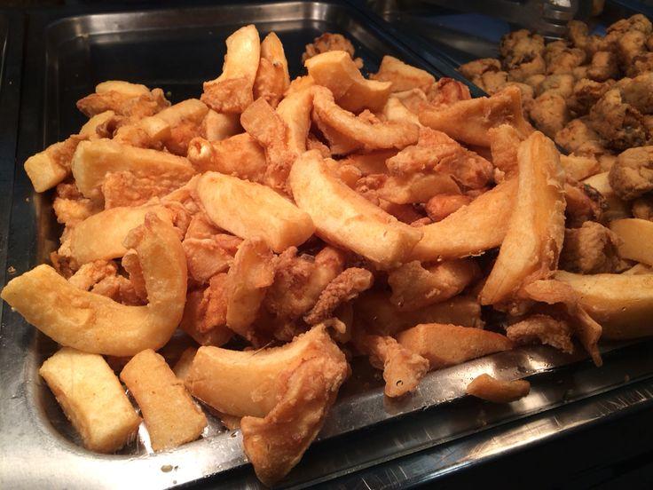 Chocos fritos de F. Puerta de la Carne http://www.telepescaito.es #Sevilla