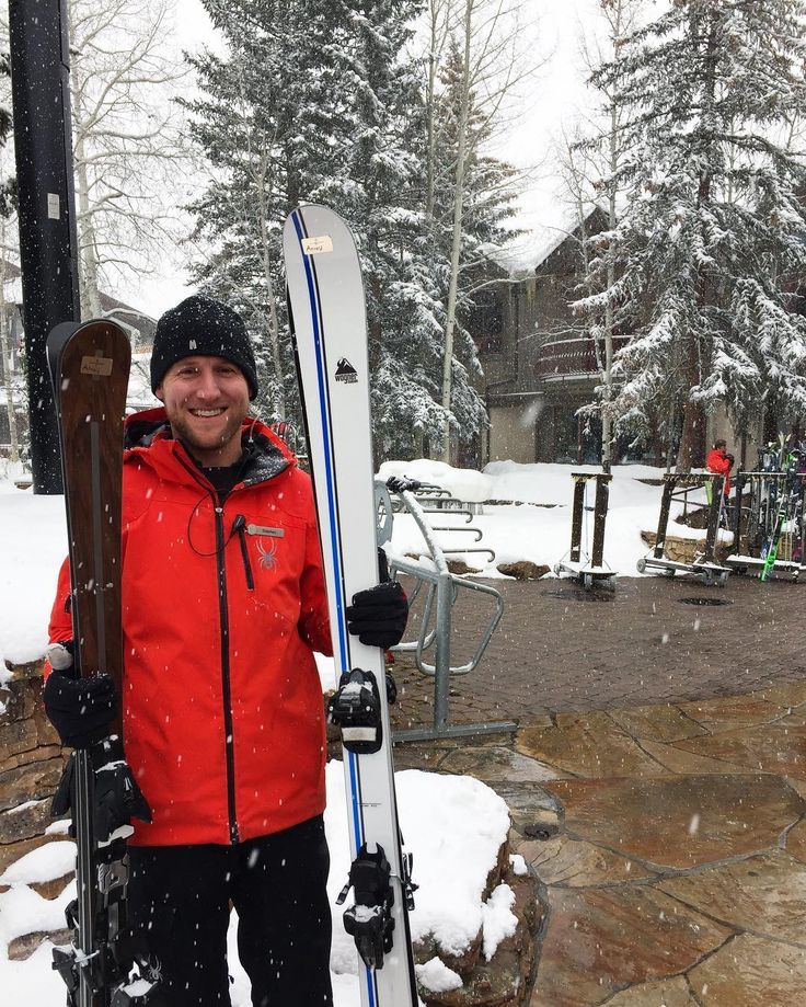 Our full service #FSSkiCon provides maps, weather reports & ski condition information for the day. Introducing one of those team members, Stevie: Ski Concierge Attendant from Nantucket, MA  1. How long have you worked at Ski Concierge? 5 Winters  2. Favorite ski slope in Vail? Gandy Dancer  3. Best kept secret in Vail? Disc Golf at the top of Lionshead in the summer  4. New favorite snow tech? Uvex Snowstrike Goggles - their lenses change tint depending on light conditions!