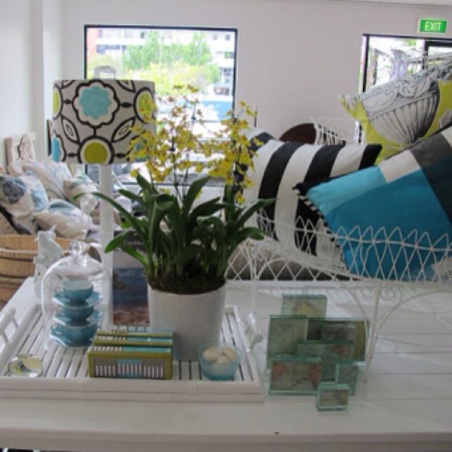 DG - how I love you!!: Design Inspiration, Cat, Style Interieux, Shops Interiors, Loungeroom Inspiration, Prece Stores, Stores Interiors, Interiors Ideas, Magnolias Interiors