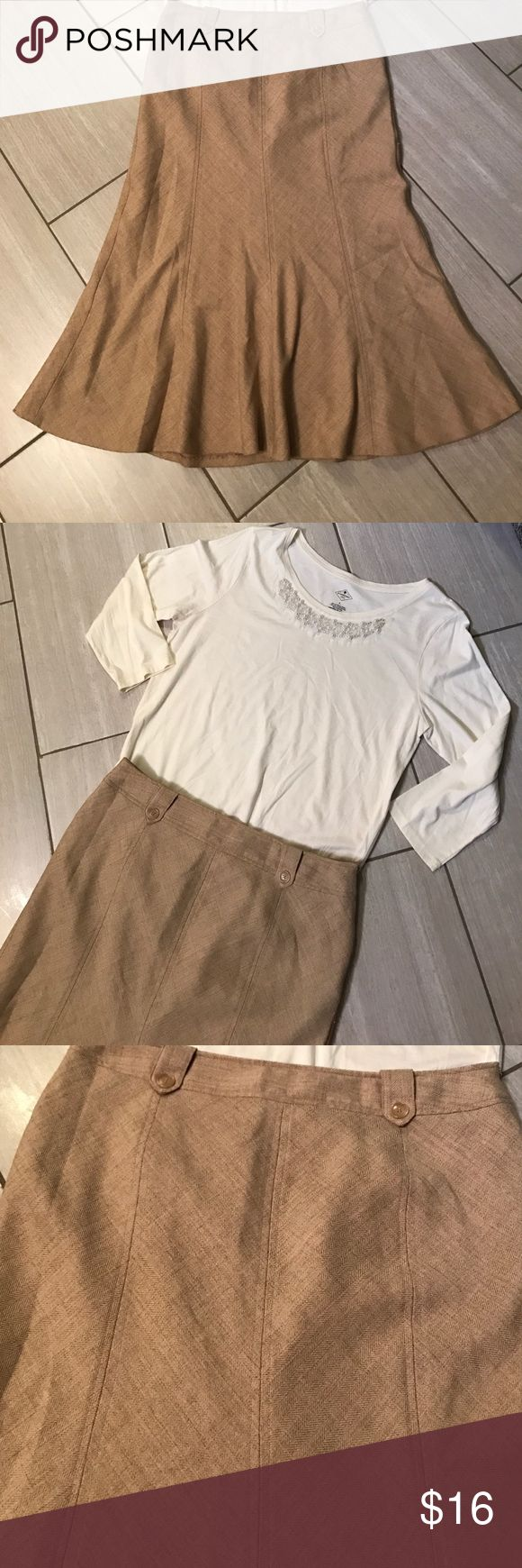 Worthington trumpet style skirt Adorable trumpet style skirt with button detail. The back of the skirt doesn't have pockets it's just for looks. The material is 99% polyester and 1% spandex. From a smoke free home. The top is for sale in another listing. 🤗 Worthington Skirts