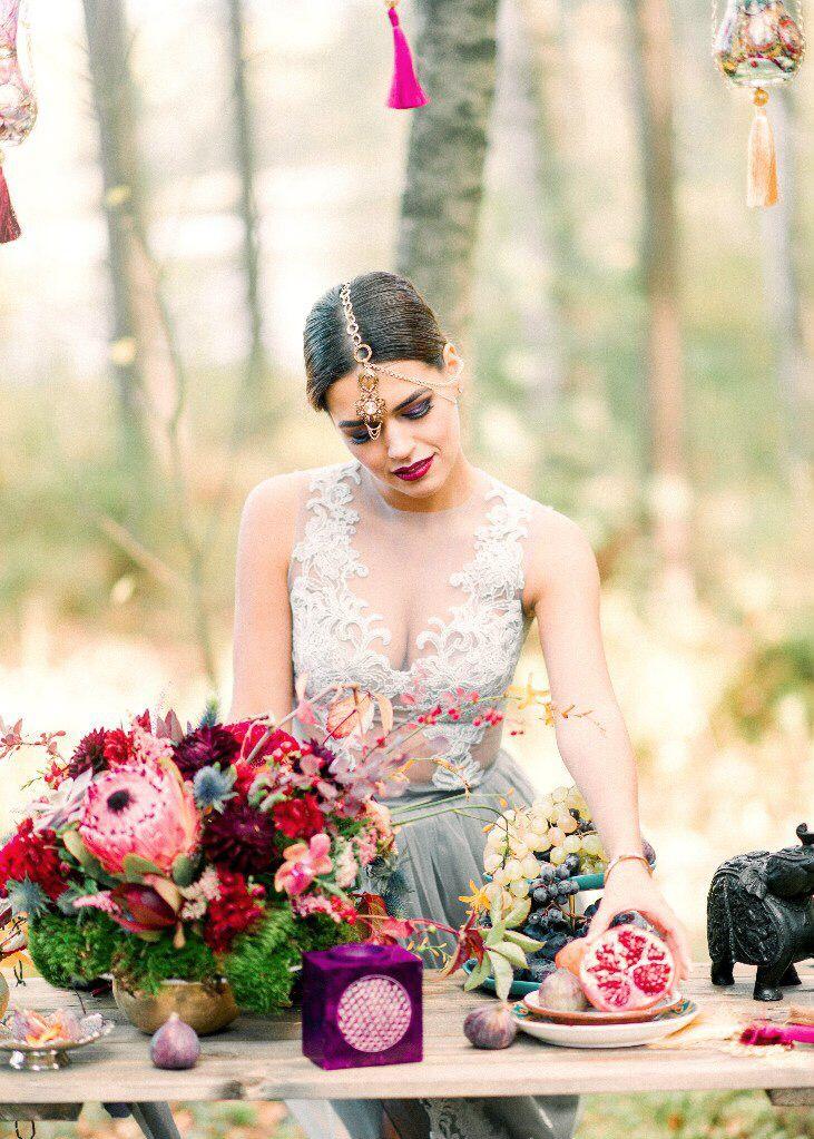 Прекрасная невеста в свадебном платье с кружевами. Прозрачность и кружева - тренд 2016 г.   #свадьбаспб #свадьбарим #декорнасвадьбу #необычнаясвадьба #lovestory #прераснаяневеста #свадебноеплатье #платье #оформлениесвадьбы #фотосессия #интересныефотосессии # красивыйдекор #стильнаясвадьба