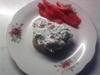 Pasta de branza cu ardei si ceapa