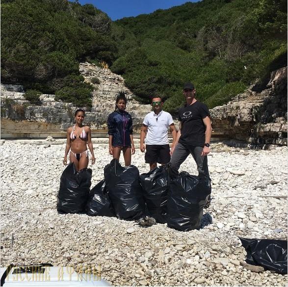 Звездная семья Смит собирает мусор с греческих пляжей http://feedproxy.google.com/~r/russianathens/~3/HhEOpovV94g/21786-zvezdnaya-semya-smit-sobiraet-musor-s-grecheskikh-plyazhej.html  Дочь-тинейджер голливудской звезды Уилла Смита, Уиллоу поразила своих поклонников в Instagram публикацией фотографий, где она и ее мать, Джада Пинкетт Смит убирают мусор и отходы с пляжа на греческом острове Антипаксос.