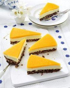 Smoothie-Käsekuchen mit Mango-Guss und Puffreisboden