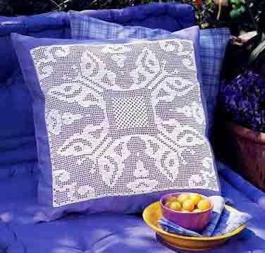 Филейное вязание, подушки с цветами и бабочками_ Filejnoe vjazanie, podushki s cvetami i babochkami