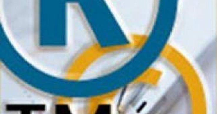 Como registrar um slogan. De acordo com os United States Patent and Trademark Office (USPTO) (Escritório de Patente e Marcas Registradas dos Estados Unidos), marcas registradas protegem palavras e símbolos que diferenciam produtos ou serviços de outros vendedores e fabricantes e indicam a origem desse produto ou serviço. Em outras palavras, uma marca registrada deve ...
