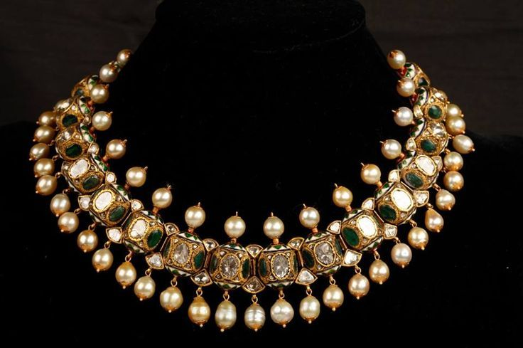 A gorgeous polki jadau choker beautifully complimented with pearls. Shop for your family wedding with India's premium personal shopper for weddings - Bridelan. Website www.bridelan.com #Bridelan