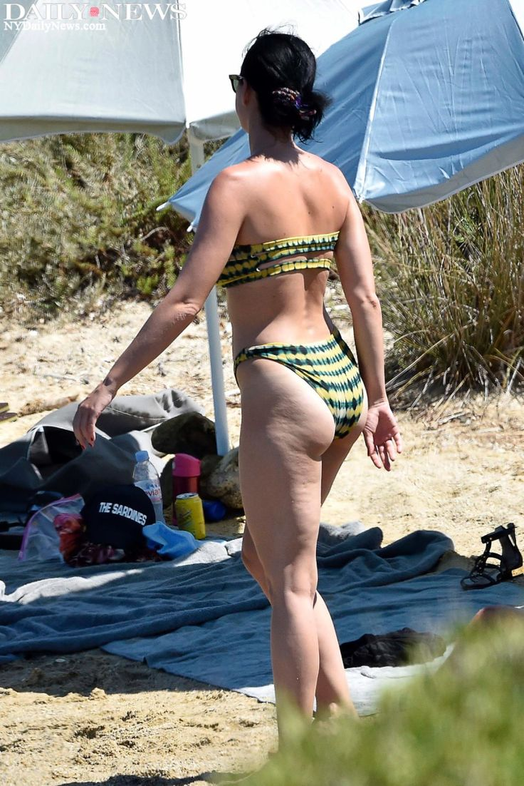 Perry Donned A Bikini On The Beach While Vacationing With -7196