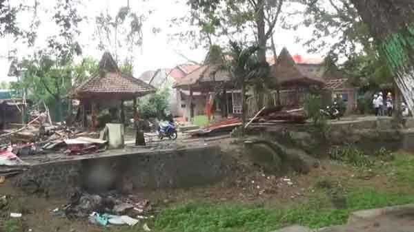 Warung Kafe di Area Taman Skartaji Harus Direlokasi