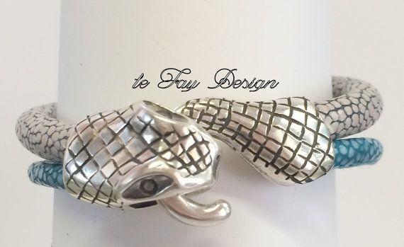 Exklusives Rochenleder Armband Neptun von leFayDesign auf Etsy, €45.00