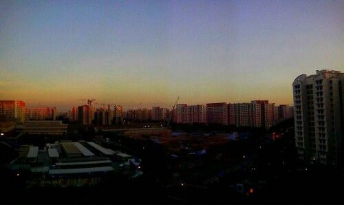 Rare , nice view of the sunset in this bustling city (: #highsaturation