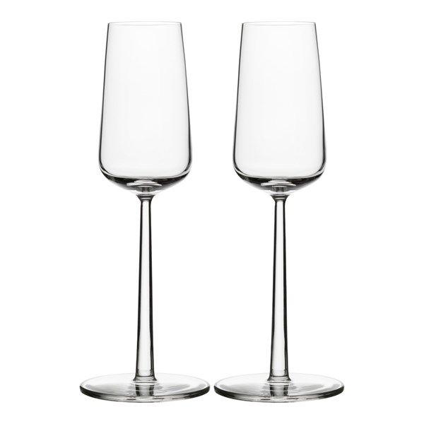 Klassiskt och vackert glas som passar både festligare tillfällen och till vardags.