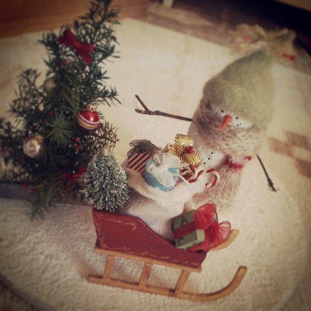 #miniature#miniatures#snowman#sled#snow#christmas#christmastree#ミニチュア#スノーマン#そり##クリスマス  今度はそりにプレゼントぎゅーっと!