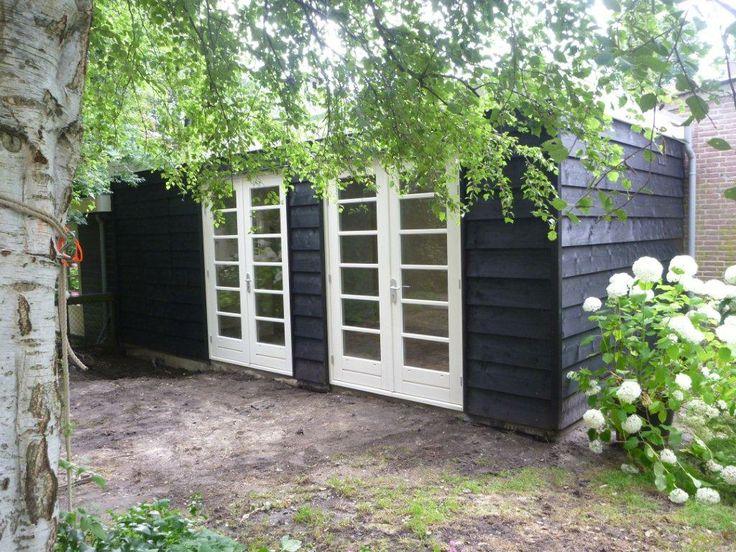 Houten tuinkantoor met 2 openslaande tuindeuren
