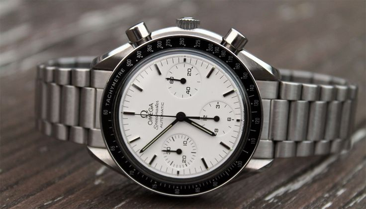 The rare white dial Omega Speedmaster Reduced reference 3810.20 is topic of discussion on this (Speedy) Tuesday. An uncommon variation of the Speedy Reduced