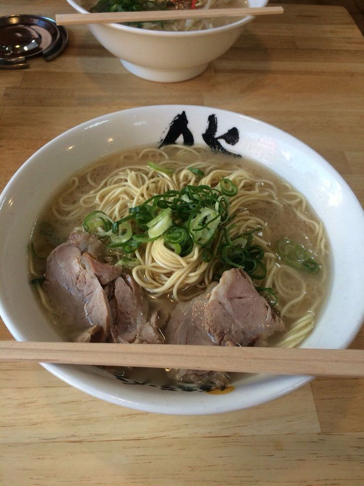 博多らーめん 膳  ★★★☆☆ 値段の割には◯、超やわ麺なので博多のかた麺が食べたい人は生で注文すべし。