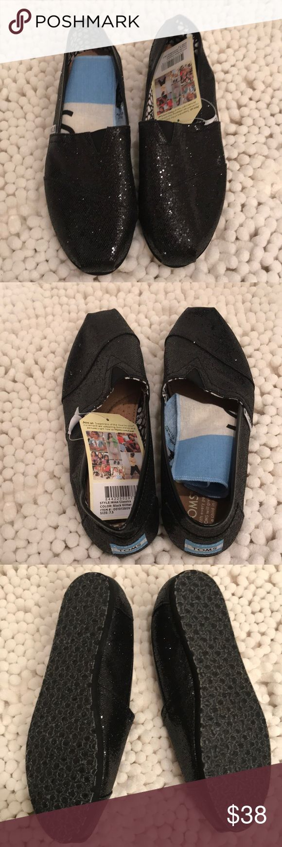 🌟Toms Classic Black Glitter Flats glitter ✨✨✨ Toms Classic Glitter Black Flats, very cute design, easy to go with any outfits, super comfy to wear, perfect for weekends/ travel, brand new in perfect condition 🎀🎀🎀                                                                                              👛👛👛No Trade, sorry 🛍🛍🛍                                           💰💰💰Bundle and Save💸💸💸 Toms Shoes Flats & Loafers