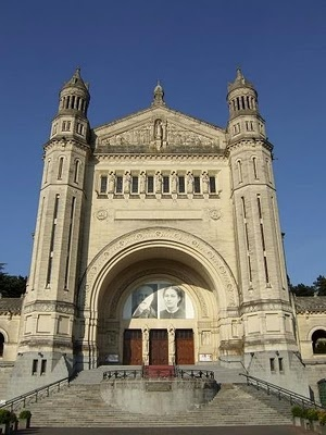 Sainte-Therese Basilica in Lisieux: Basilica Beautifulplaces, Spectacular Pins, Awesome Randomnes, Stuff, Favourite Pins, Lisieux Travel And Places, Awesome Architecture, Sainte Therese Basilica