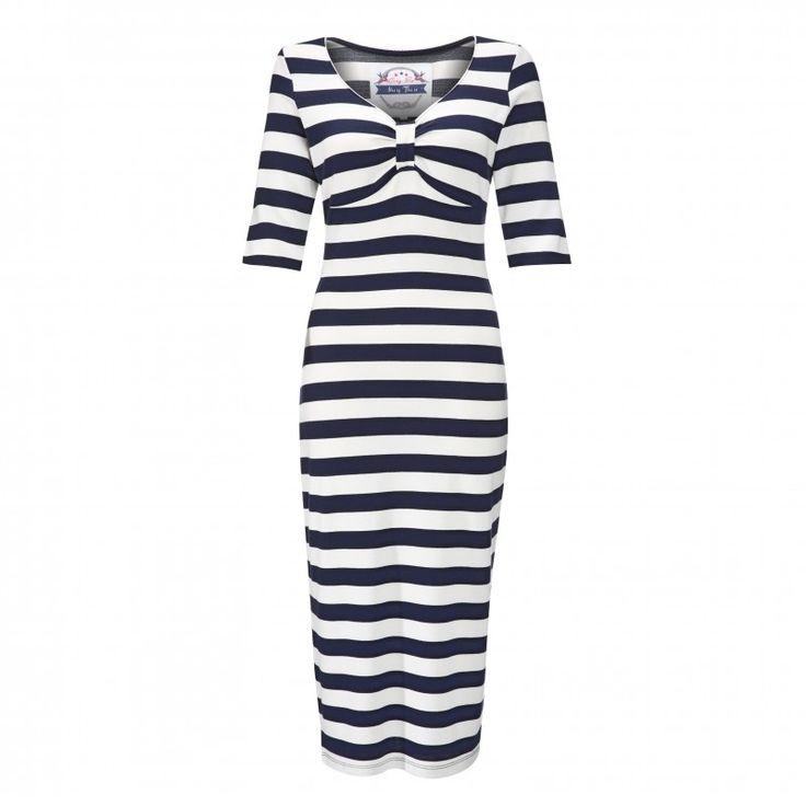Retro šaty Lindy Bop Carolina Blue White Stripe Retro šaty ve stylu 50. let. Úžasné šaty jako stvořené na výlety parníkem, párty pod širým nebem, na dovolenou k moři nebo na kávu s kamarádkou. Velmi příjemný pružný materiál (65% polyester, 30% viskóza, 5% elastan) v širším modro-bílém pruhu, který zajistí, že šaty skvěle padnou a vykouzlí perfektní ženskou siluetu. Šaty mají krátké rukávy těsně nad loket a příjemný výstřih. Jako obuv můžete zvolit vysoké podpatky, ale stejně tak espadrilky…
