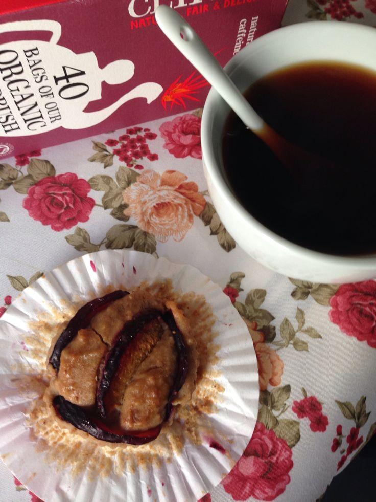Vegan muffin con nocciole e prugne ( la ricetta sul blog  ) e te rosso biologico