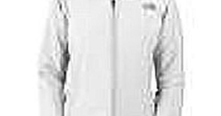 Cómo lavar las chaquetas North Face. Las chaquetas North Face están diseñadas para proteger del frío y la nieve del invierno. Son respirables e impermeables. Las que están hechas de Gore-tex y tela polar prácticamente no necesitan de cuidados. Las chaquetas North Face acolchadas requieren de un manejo especial. Estas instrucciones para lavarlas son fáciles de seguir.