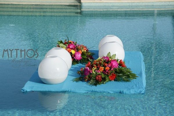 Wonderful pool decoration- two colorful centerpieces and four lightballs - amazing result! #weddingdecoration #weddingideas #pooldecoration