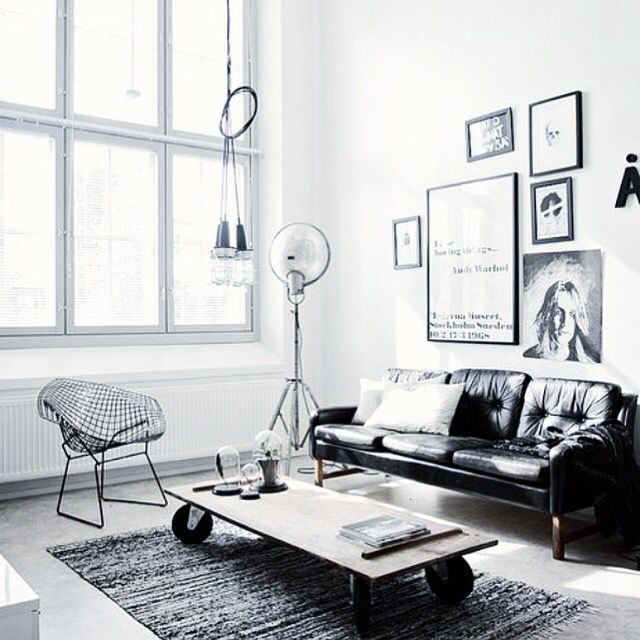 Living room goals That black leather couch