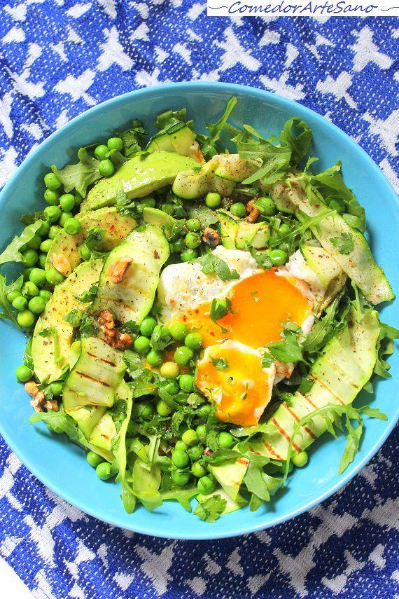 Ensalada rúcula calabacín guisantes huevo1