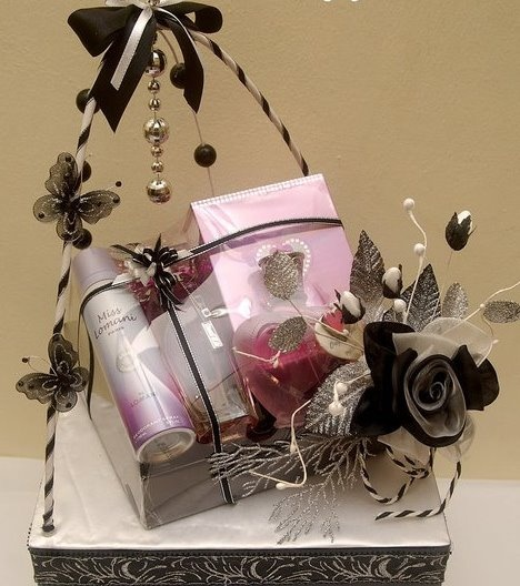 Wedding Gift Hampers Dubai : ... about Trousseau packing on Pinterest Bridal gifts, Gifts and Dubai