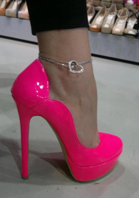 Hot Pink Pumps:  I could NEVER wear these, but they're pretty snazzy!  I love the ankle bracelet too!