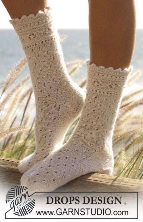 """Socken mit Lochmuster in """"DROPS Alpaca"""" Kostenlose Anleitungen von DROPS Design."""