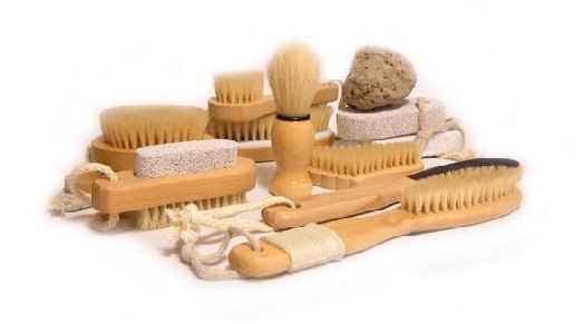 In our last article we shared fitness tips on the benefits of dry skin brushing.  Since there were SO many benefits, including decreased cellulite, we decided to break the article into two parts. In this article we will explain how to do dry skin brushing and how to choose the right brush.  …