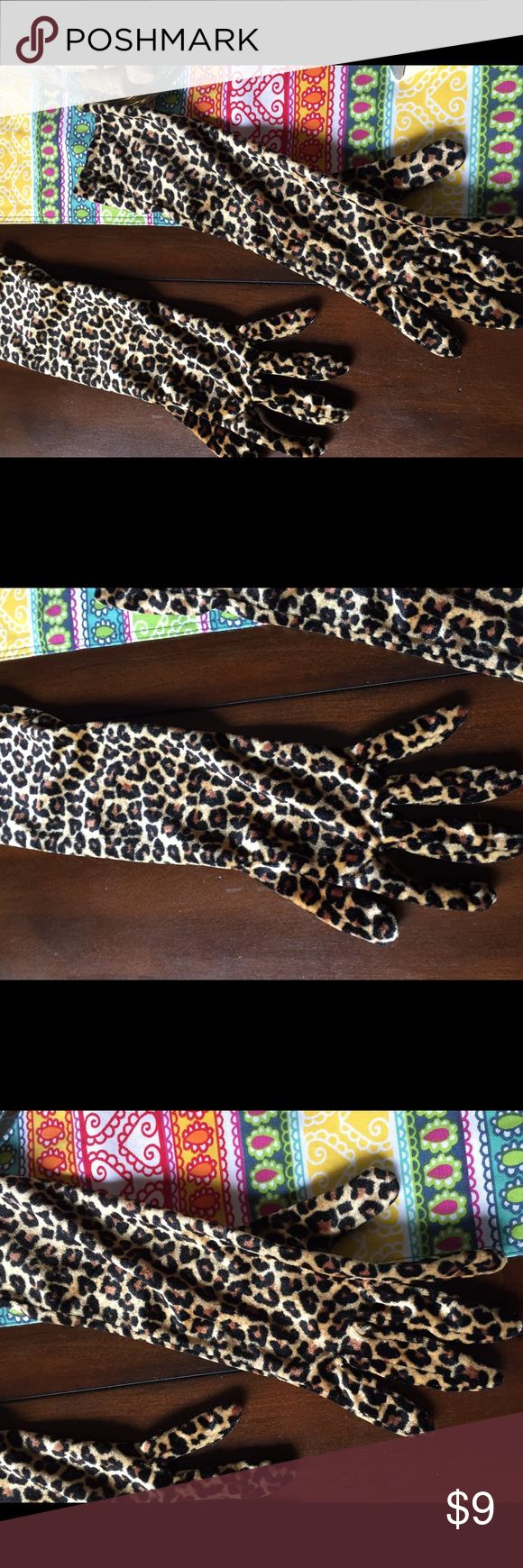Velvet animal print gloves Fun gloves!  Used for a costume so worn once Accessories Gloves & Mittens