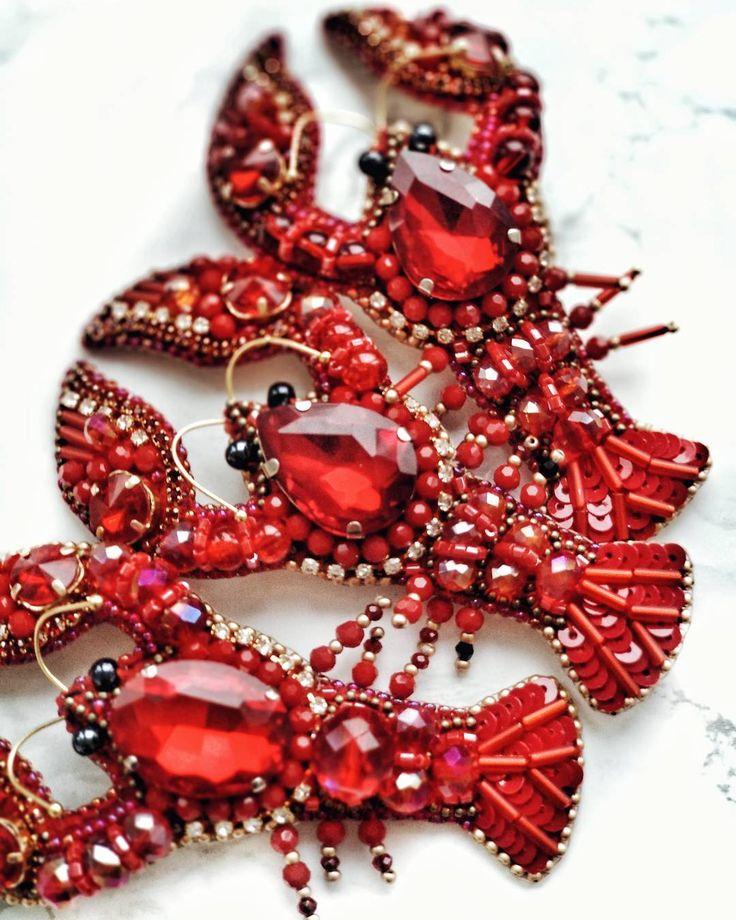 Любите рассматривать детальки? Я обожаю. В этих лобстерах деталек - хоть отбавляй!!! Нравится? ... #вышивкабисером #вышитаяброшь #вышитоеукрашение #вышивка #бисер #украшенияручнойработы #la_chica_accessories