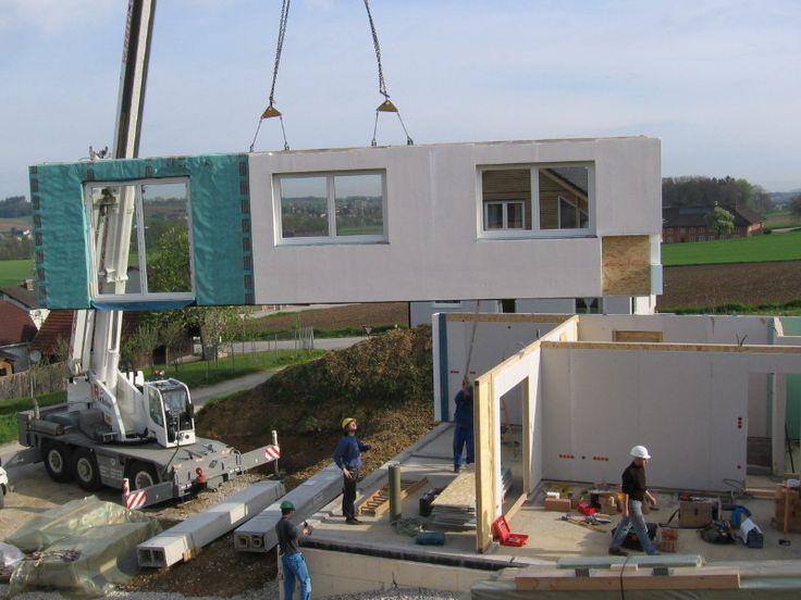 Budowa domu z prefabrykatów – czy warto? – Budowa domu, wbrew powszechnym opiniom, nie musi być procesem czasochłonnym. Dostępne dziś technologie pozwalają na postawienie go w ciągu kilkunastu dni. Czy wiesz jak to możliwe? Czym są prefabrykaty? Prefabrykaty to elementy domu wytworzone w całości w fabryce, które przywozi się na budowę i montuje na odpowiednio do tego przygotowanym fundamencie. Montaż takich części do stanu surowego zamkniętego wyspecjalizowanej ekipie...