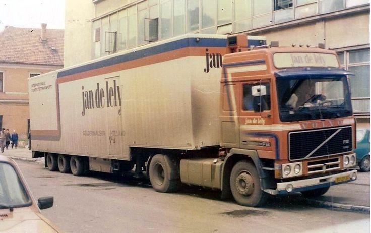 https://flic.kr/p/aHrfuB | Jan de Lely, Holland | company: Jan de Lely B.V.; tractor: Volvo F1220 Globetrotter; plate: BJ-27-JG; location: Oradea (RO)